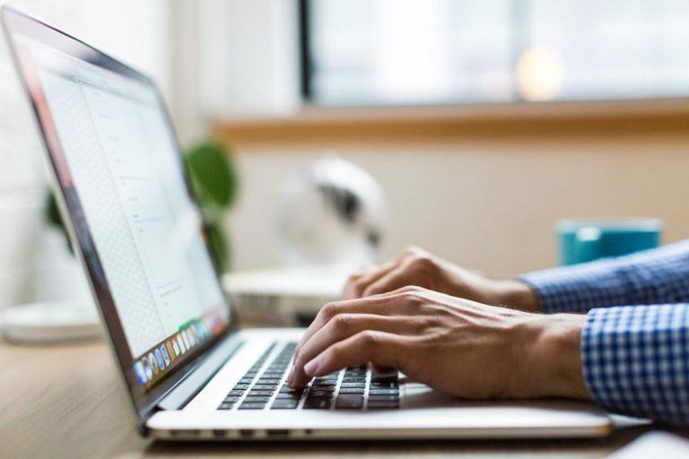 Pracownik kupuje swój służbowy laptop?