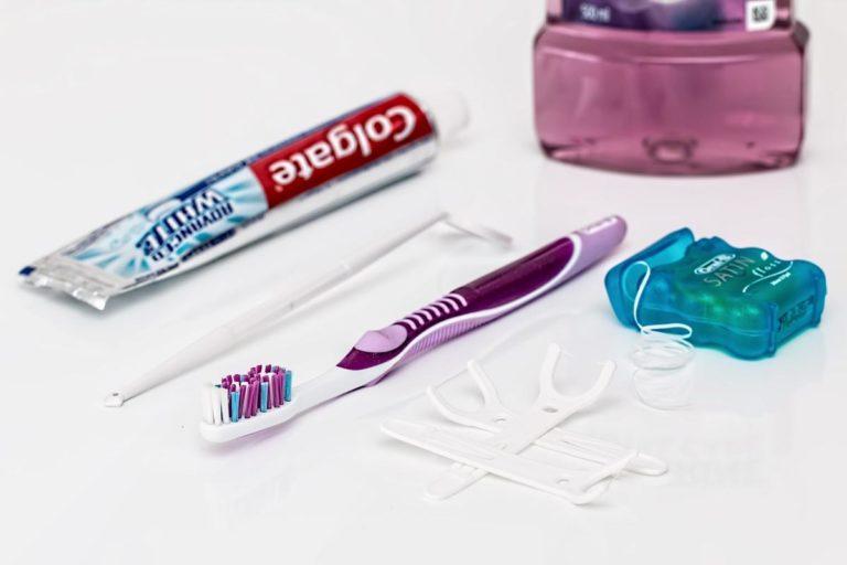Czy warto zdecydować się na założenie aparatu ortodontycznego?